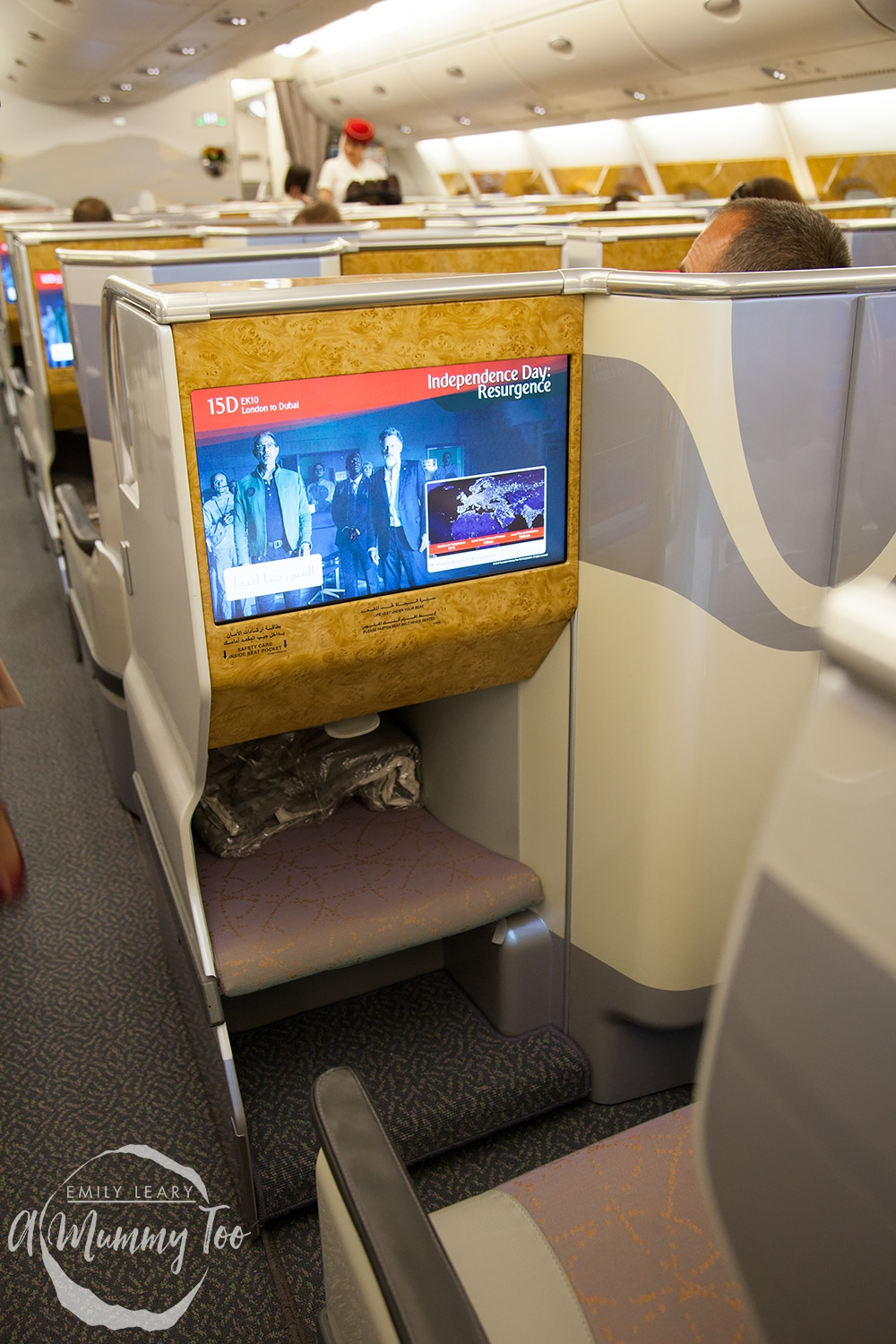 emirates-flight-to-dubai-business-class-screen