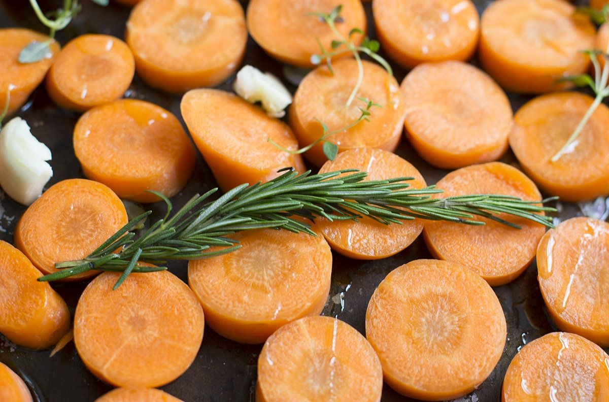 Make your roasted carrot houmous with sliced carrots