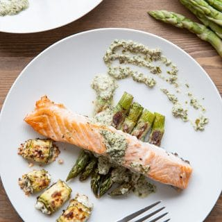 Grilled salmon with asparagus and feta, and a crème fraîche sauce
