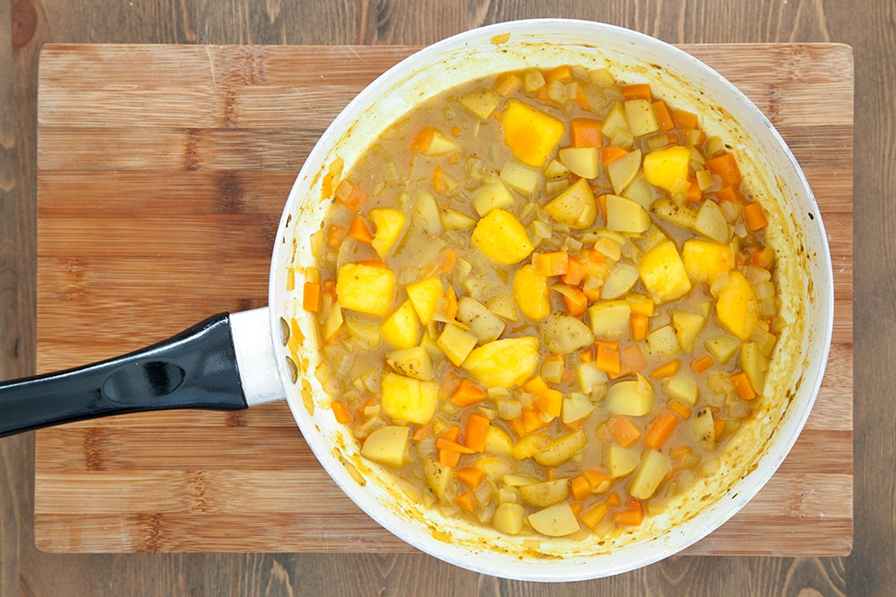 The carrot and mango curry is ready to enjoy!