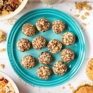 Date granola energy balls – just two ingredients!