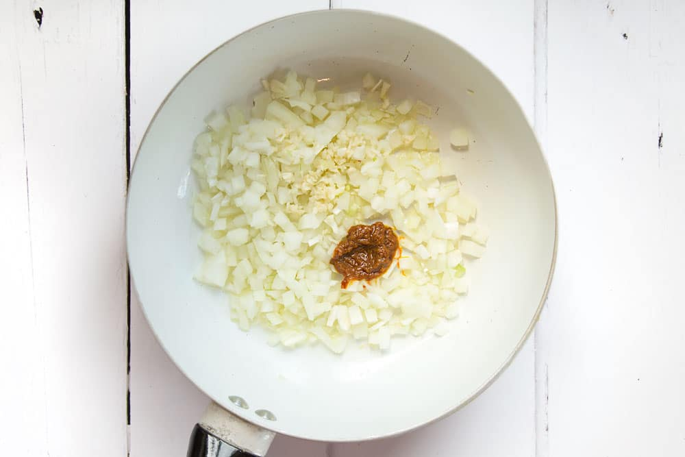Preparing the diced onion, garlic and Thai curry paste