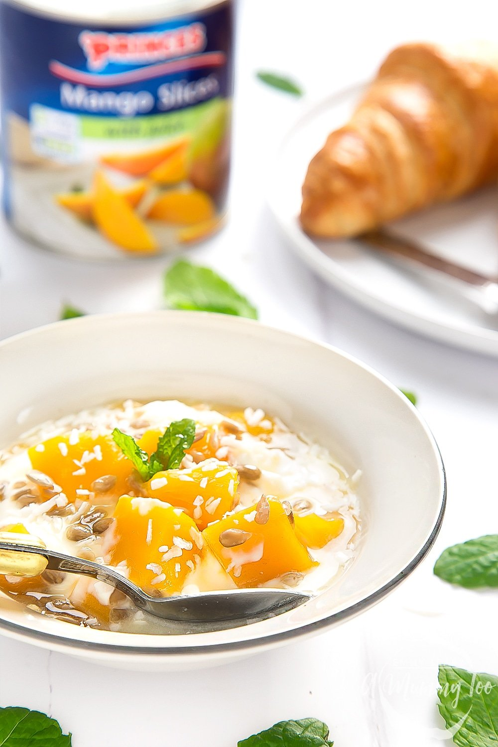 These yogurt and mango breakfast bowls are a quick and healthy breakfast, made with Princes mango slices with juice