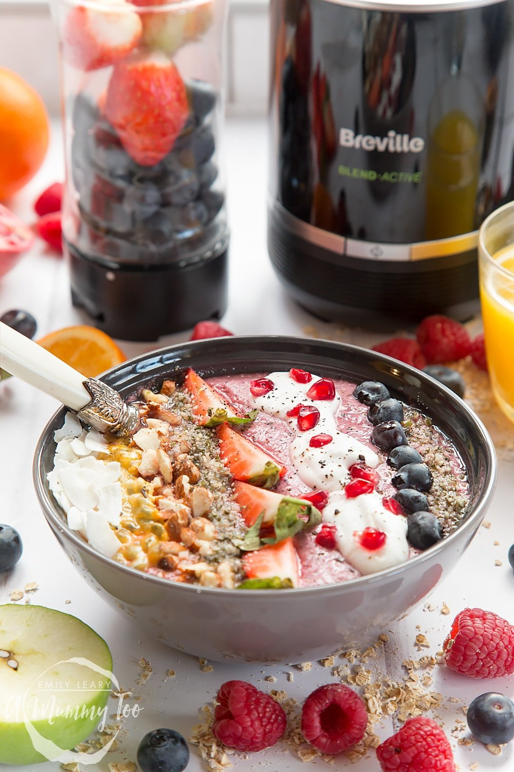 Enjoy this healthy and delicious vegan fruit and nut smoothie bowl for breakfast