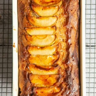 Apple, cinnamon and honey cake