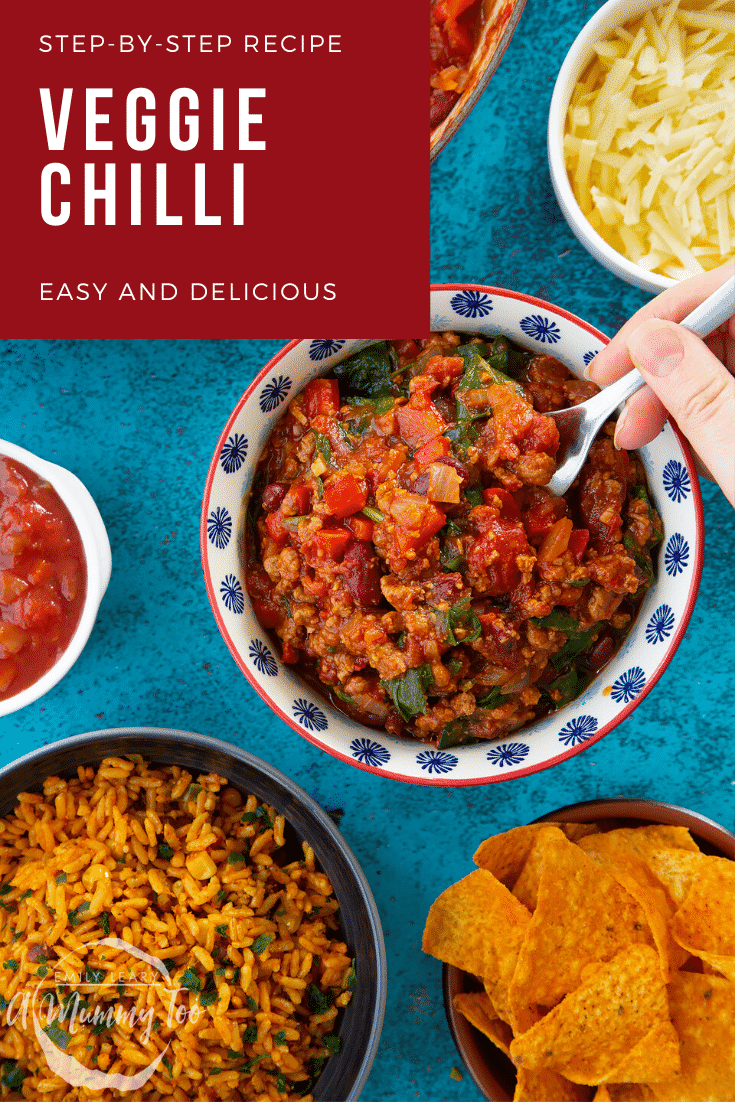 Vegetarian mince chilli in a bowl. A hand holding a fork reaches to take a bite. Caption reads: step-by-step recipe veggie chilli easy and delicious