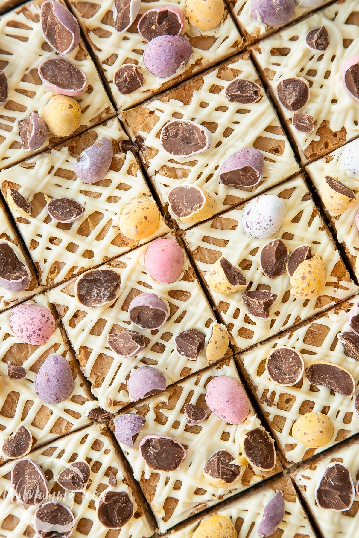 Close up of sliced Mini Egg blondies.